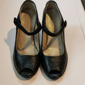 Born Crown Black Peek Toe Mary Jane's Heels size 6